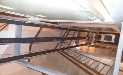 اجرای آسانسور هیدرولیک با جک و پاور ویتور ایتالیا وسط پله 4 طبقه در اصفهان