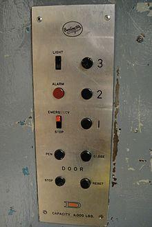 شاسی داخل آسانسور حمل و نقل عمومی